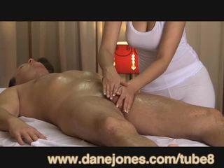 Danejones skaistas krūtainas masseuse takes rūpes no jūsu orgasms