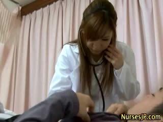 Paciente gets duro como asiática enfermera examines