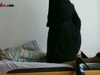 Niqab pagtatalik na pambutas ng puwit solo sa sopa