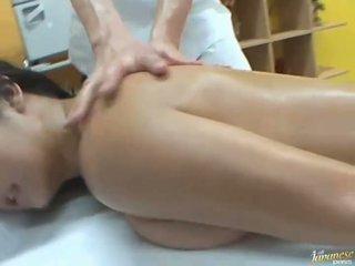油を塗った アジアの satomi suzuki likes グループ 公共 セックス