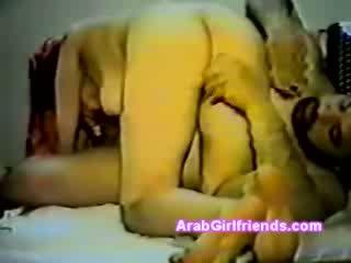 Ερασιτεχνικό κρυμμένο σπέρμα βίντεο με αραβικό μοντέλα με pony ουρά τσιμπουκώνοντας λιπαρά guys dong