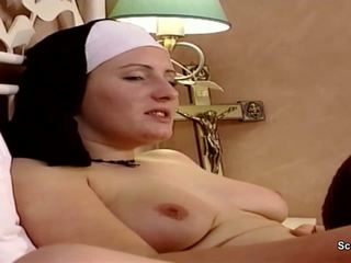 Đức ni cô được cô ấy đầu tiên quái từ repairman trong kloster