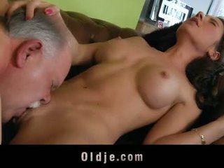Стар butler служа секс към негов spoiled дама шеф