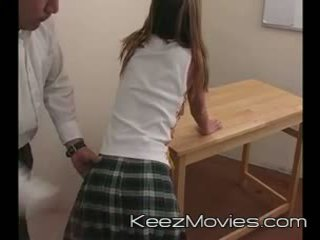Kimberly підліток spanked для сплячий в клас - потяг wreck