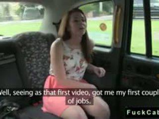 Britannique nana second temps en fake taxi en public