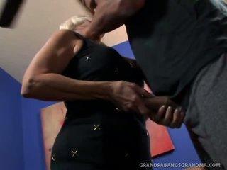 Голям boobie баба vikki vaughn likes coarse голям хуй секс