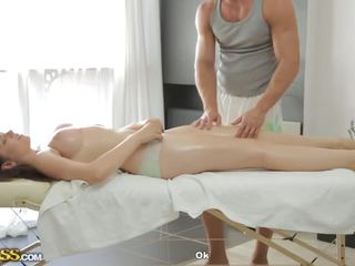 Amazing Breasts Gives Blowjob To Masseur