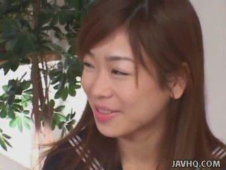 জাপানী schoolgirls চোষা বাড়া (uncensored)
