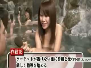 Malu telanjang jepang pelajar putri di luar mandi wawancara