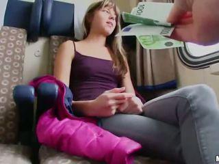 ผอมบาง euro หญิง ระยำ ใน a รถไฟ cabin