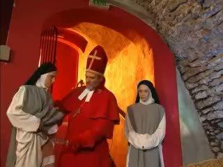 Priest teaches nuns come a cazzo con giocattolo video