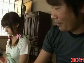 Japānieši av modele gets fingered