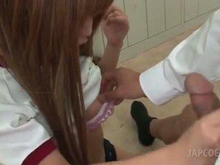 Aasia kiimas kool tüdruk giving kuum tissijobi sisse klassiruum