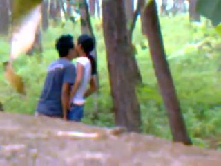 Desi novia al aire libre follando con boyfriend