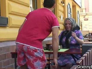 Sténání grandmother acquires jeho teenaged joystick