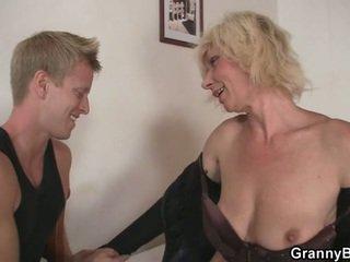 blondit, mummo, äidit ja pojat