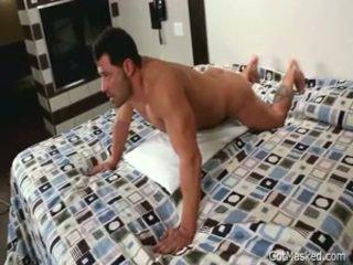 Beefy muscled homo pojke beating off 3 av gotmasked