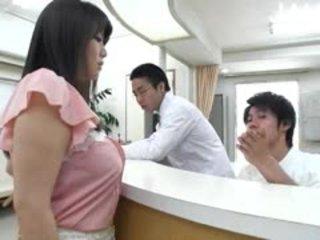 esmer, japon, büyük göğüsler