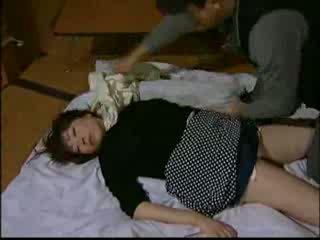 Japonais ménagère knocked dehors par intruder et har vidéo