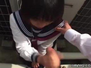 Japanilainen koulutyttö sucks kukko uncensored