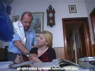 Italien incest blond ado baisée par papa