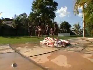 Didelis burbulas užpakalis braziliškas orgija 6- cd1