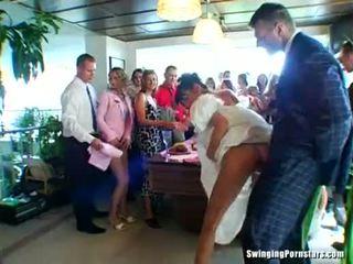 Svatba whores are zkurvenej v veřejné