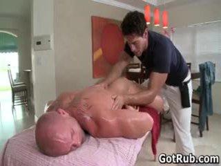 Muskuløs lad receives hans bot tatooed rumpe knullet 2 av gotrub