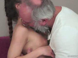 Teenie anita bellini gets 엿 로 a 할아버지