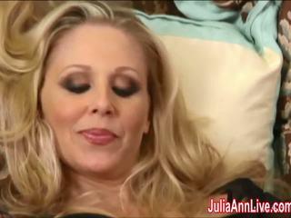 Sexy milfka julia ann cums ťažký v podkolienky!