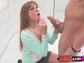 סקסי חזה גדול אמא חורגת darla crane gets שלה תחת מזוין