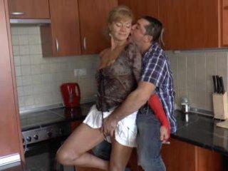 Karvane saksa vanaema loves anaal - r9