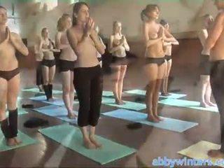 벌거 벗은 yoga
