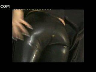 Sexy fille en étroit cuir pants