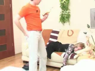 Berusad sova momen anala körd video-