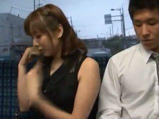Yuma asami appreciates někteří tuk core výroba láska v a veřejné autobus