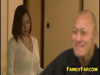 Potrebni žena loves korak oče