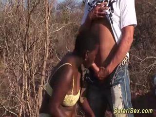 Aprikano pag-arok sa lalim ng lalamunan safari orgiya <span class=duration>- 12 min</span>