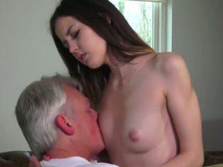 Innocent فتاة مارس الجنس بواسطة grandfather - الاباحية فيديو 771