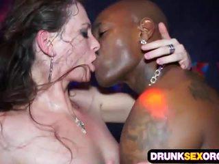 Slutty euro fete futand în the club
