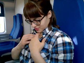 Публичен дълбоко духане в на влак!