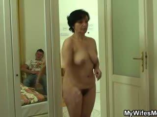 Son-in-law drills 彼女の 古い 毛深い スナッチ