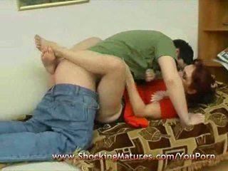 Mature mère sucer et baise levrette