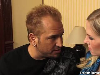 Buah dada besar rambut pirang aimee addison gets sebuah gambar/video porno vulgar hubungan intim
