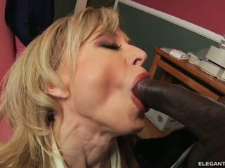 Interrazziale anale con milf nina hartley