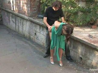 Largo legged europea gets castigada