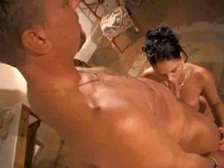 Model christina bella v vroče scene