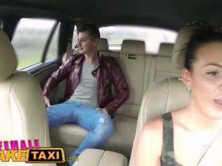 Femalefaketaxi het cabbie wants till få körd och har cum alla över henne perfekt tuttarna video-