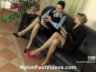 Dolly en joanna gemeen nylon voeten video- actie