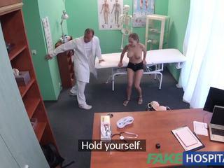 Fakehospital dobrý těžký pohlaví s pacient po earthquake